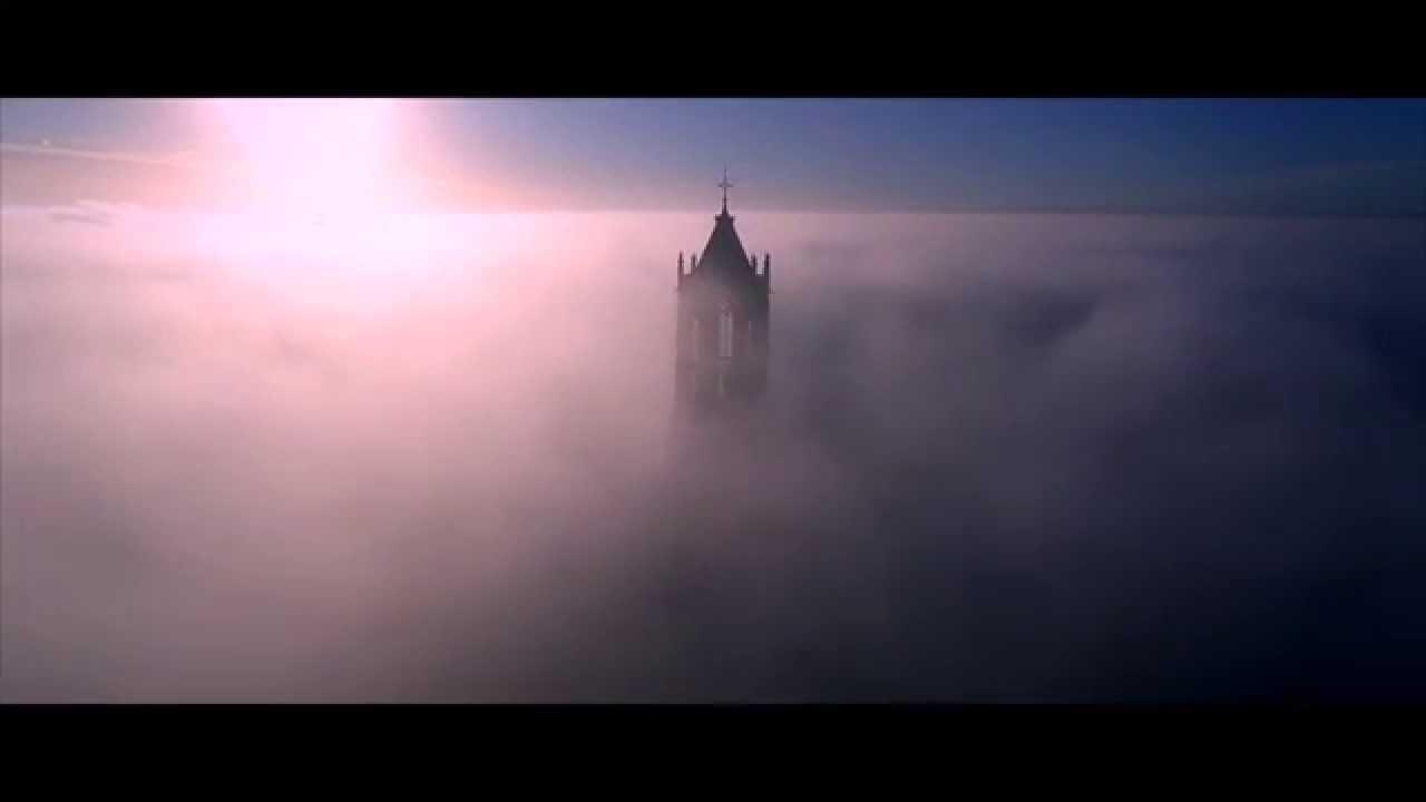大聖堂の塔を撮影した神秘的すぎな動画