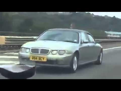遭遇したら目を疑いそうな前後どちらから見ても同じ車
