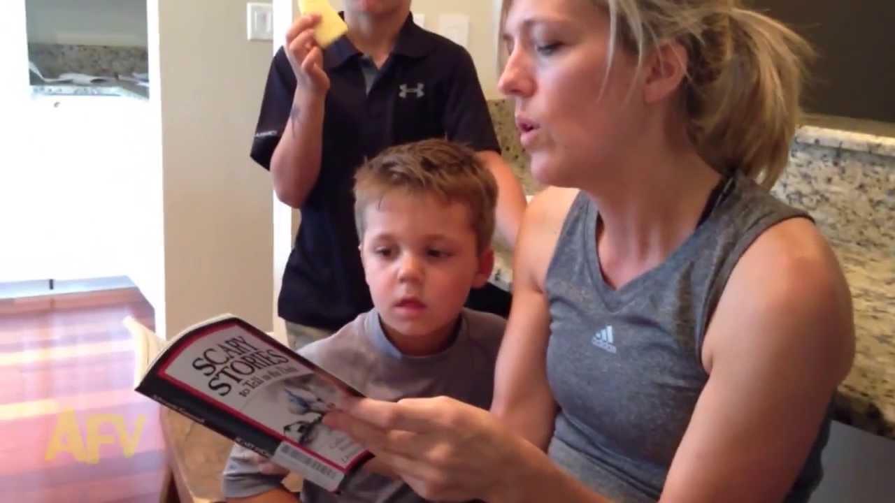 母親に怖い本を読んでもらっている時の子供の反応が面白い