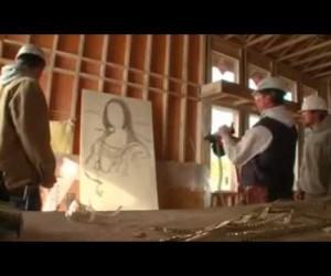 神技かもしれない……釘打ち機でモナリザを描く作業員