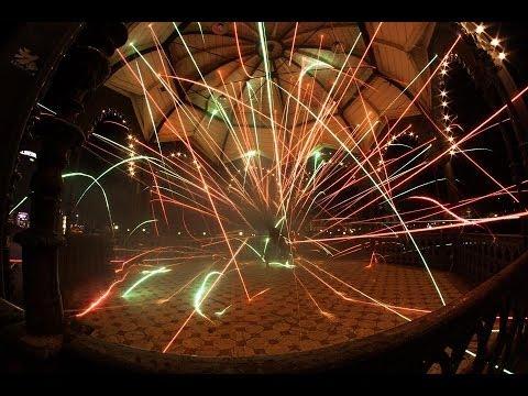 ブレイクダンスと花火を組み合わせたパフォーマンス動画