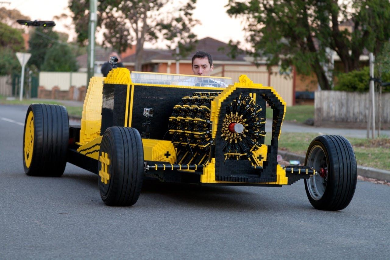 並大抵の情熱では出来そうにもない、レゴで製作された車