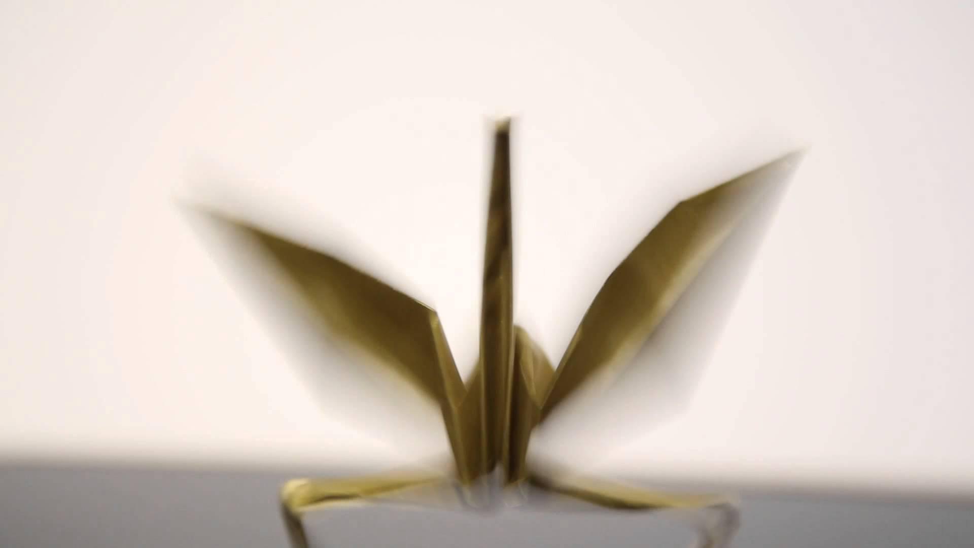 折り紙の鶴に磁力を使って踊らせるとシュールになる