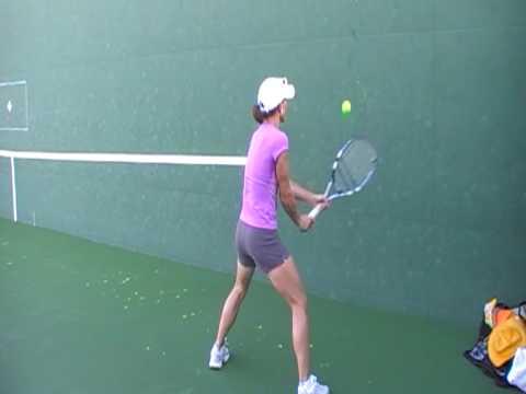 女子プロテニスプレイヤーの想像の斜め上を行く練習光景
