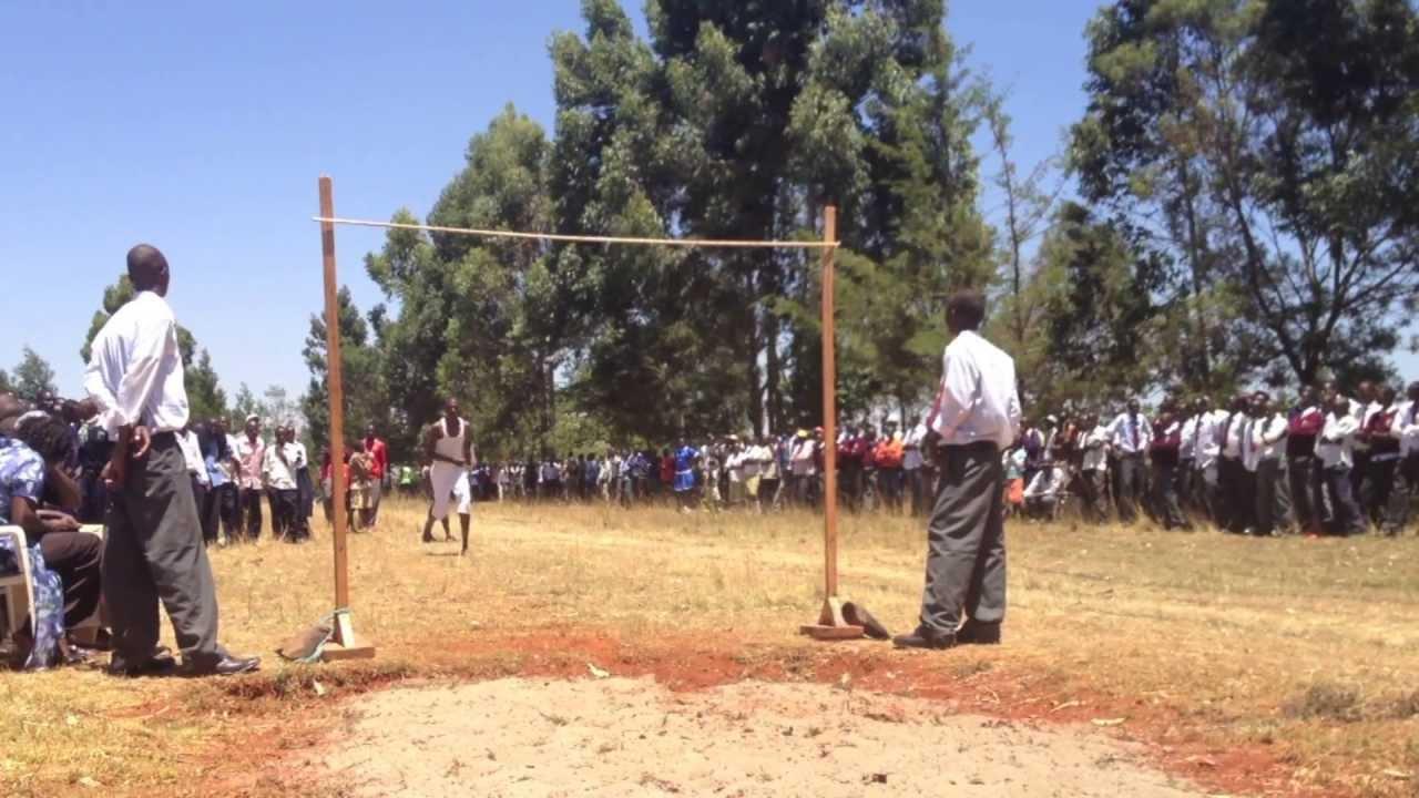 ケニアの高校生の高飛びが驚き! 信じられないジャンプ力