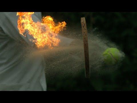 燃え盛るテニスボールを打つとどうなるのでしょうか?