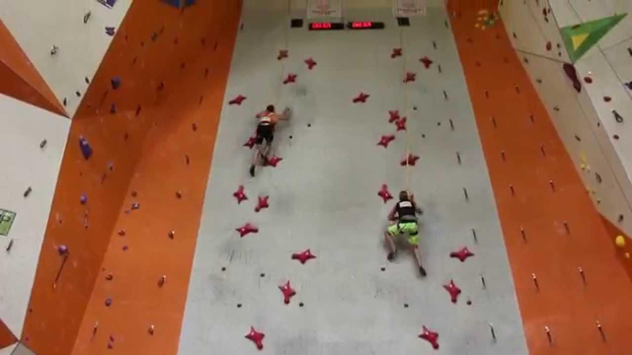 何コレ速過ぎ……驚くべきスピードで頂上まで登るロッククライマー