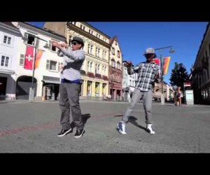 人間離れの動きが見ていて不思議な感覚になるロボットダンス