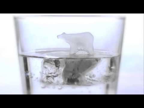 氷の上に浮かぶペンギンやシロクマを作られる製氷機