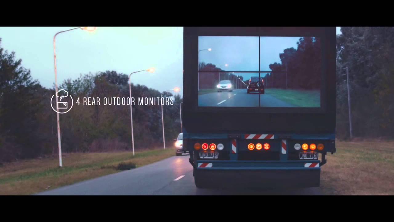 これは事故防止に効果がありそう! 前面が見えるトラックの荷台