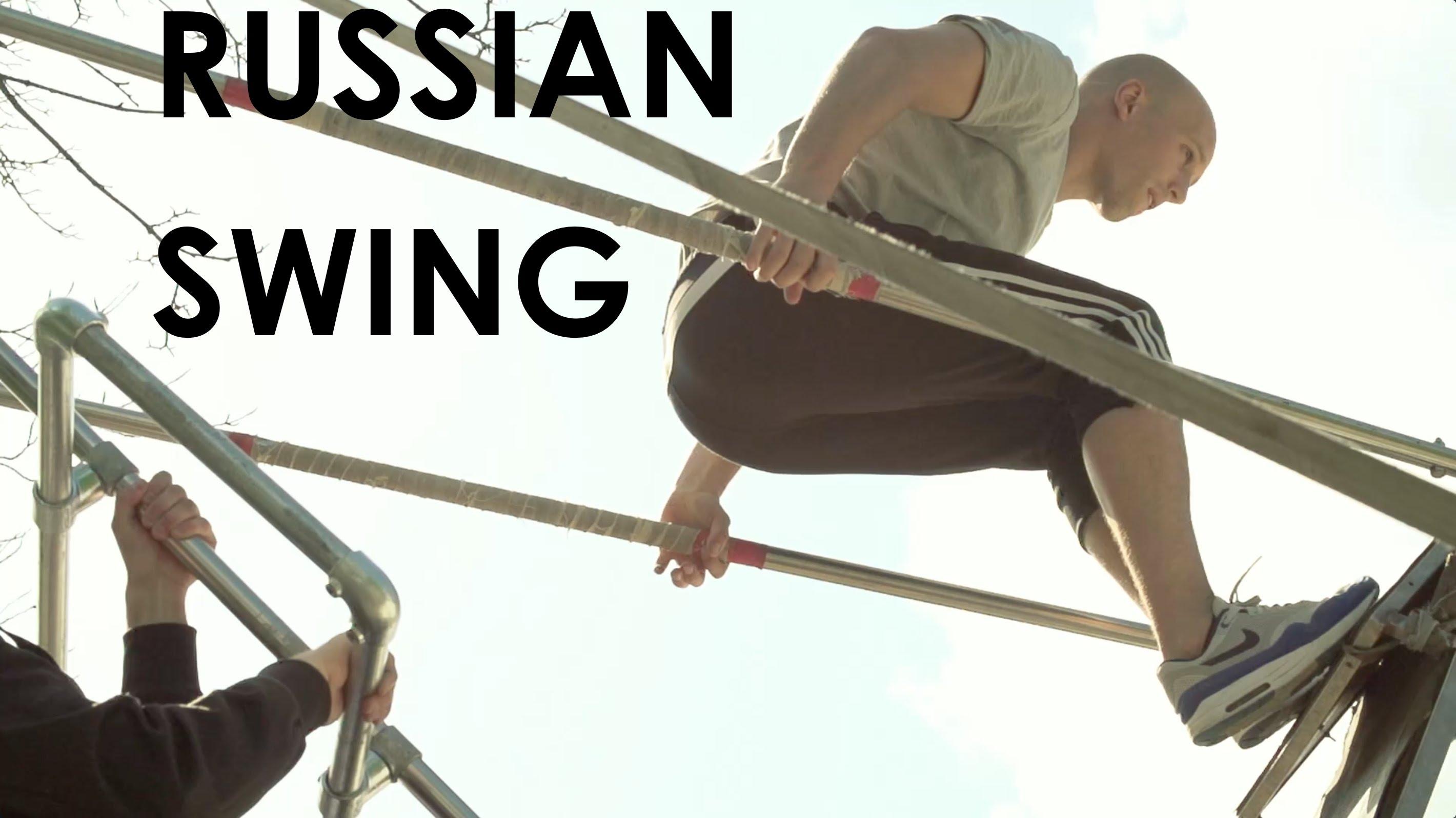立ちこぎのブランコからジャンプして家の屋根を乗り越えるスゴ技