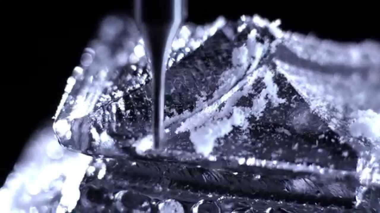 もったいなくて飲めない! 金閣寺の氷でウイスキーのオンザロック