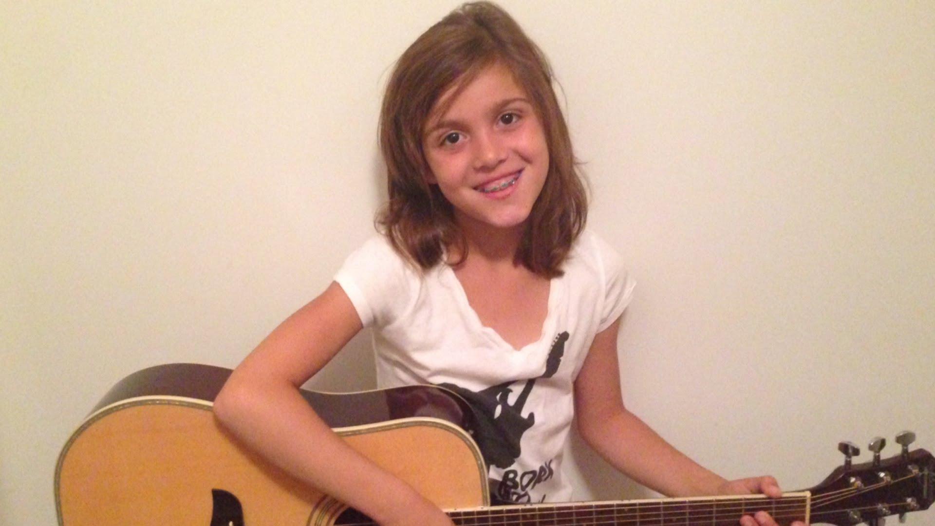 娘のギターの練習を邪魔するも全く相手にされない父親がシュール