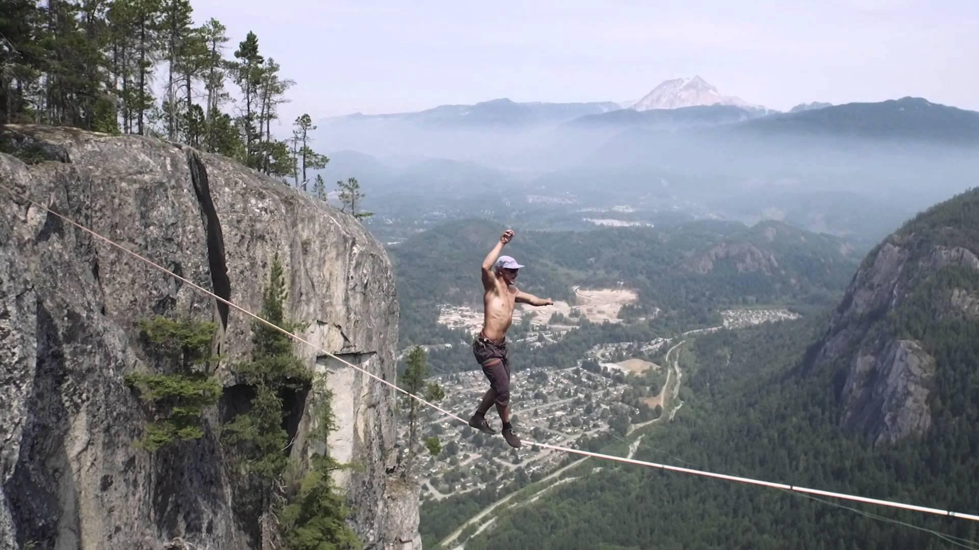 綱渡りの世界記録に挑戦した男性の動画が恐ろしい……