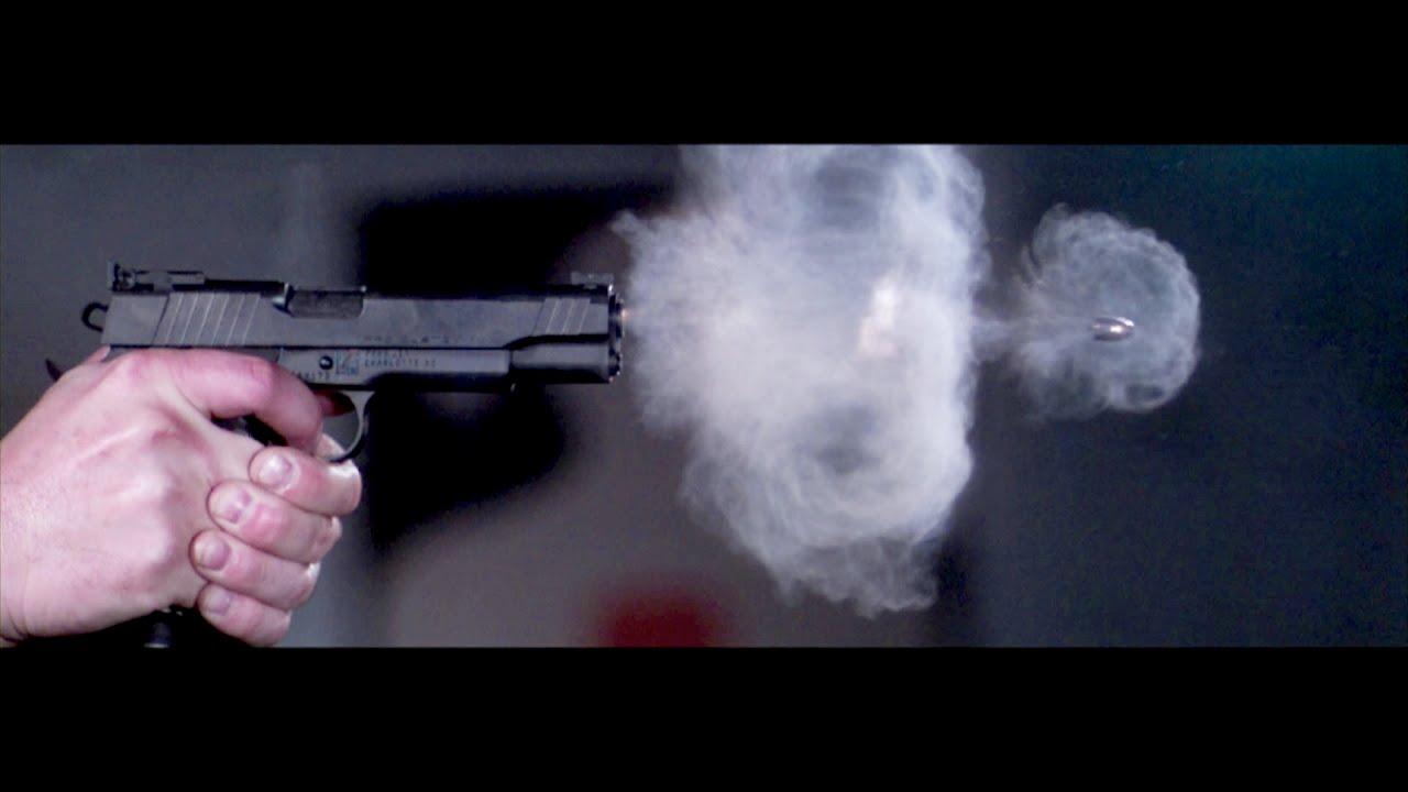 超スローモーションカメラでとらえた拳銃の発砲