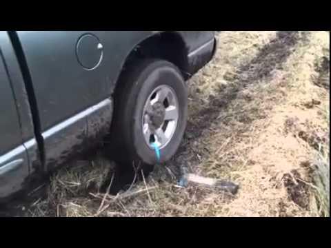 タイヤがぬかるみにはまってしまった時に助かる豆知識