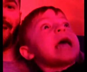 【びっくり動画】初めて花火を見た2歳児の反応が素晴らしい