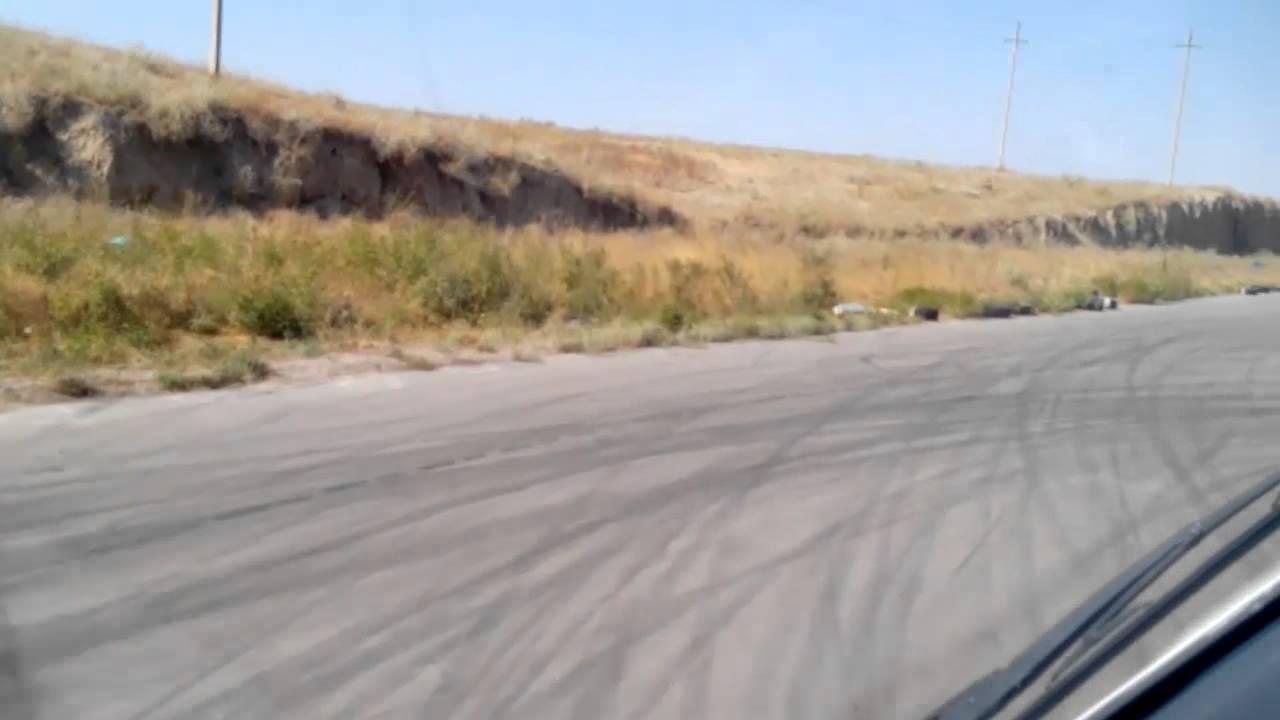 トラックで2輪走行する驚きの神技動画