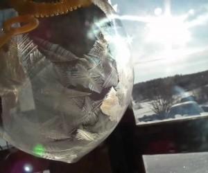 マイナス30度の環境でシャボン玉を作ると……