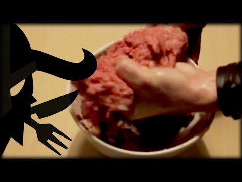 【爆笑動画】異様なテンションで料理を作る男性