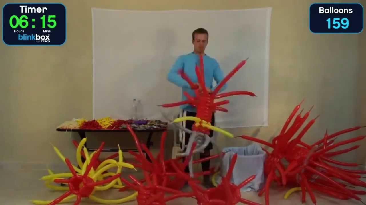 風船アートでアイアンマンスーツを製作する神技動画
