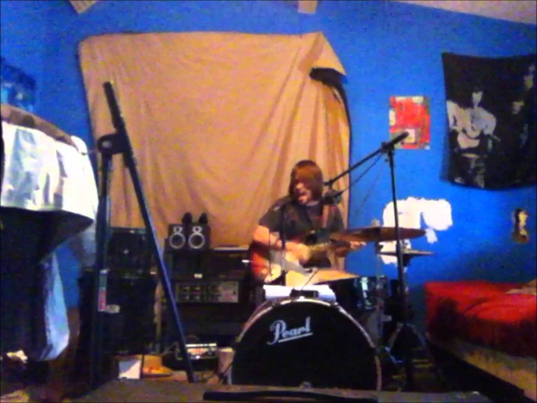 これは凄い! ギター&ドラム&ボーカルを1人で同時に演奏する動画