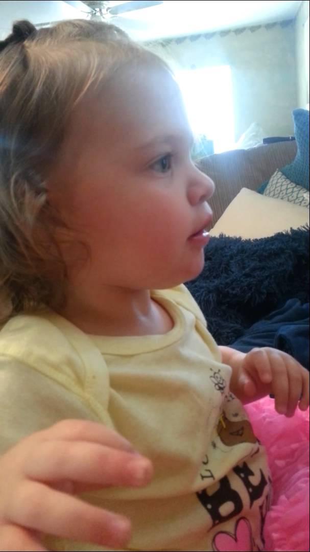 父親の「いないいないばぁ!」どっきりで泣き出す女児が可愛い動画