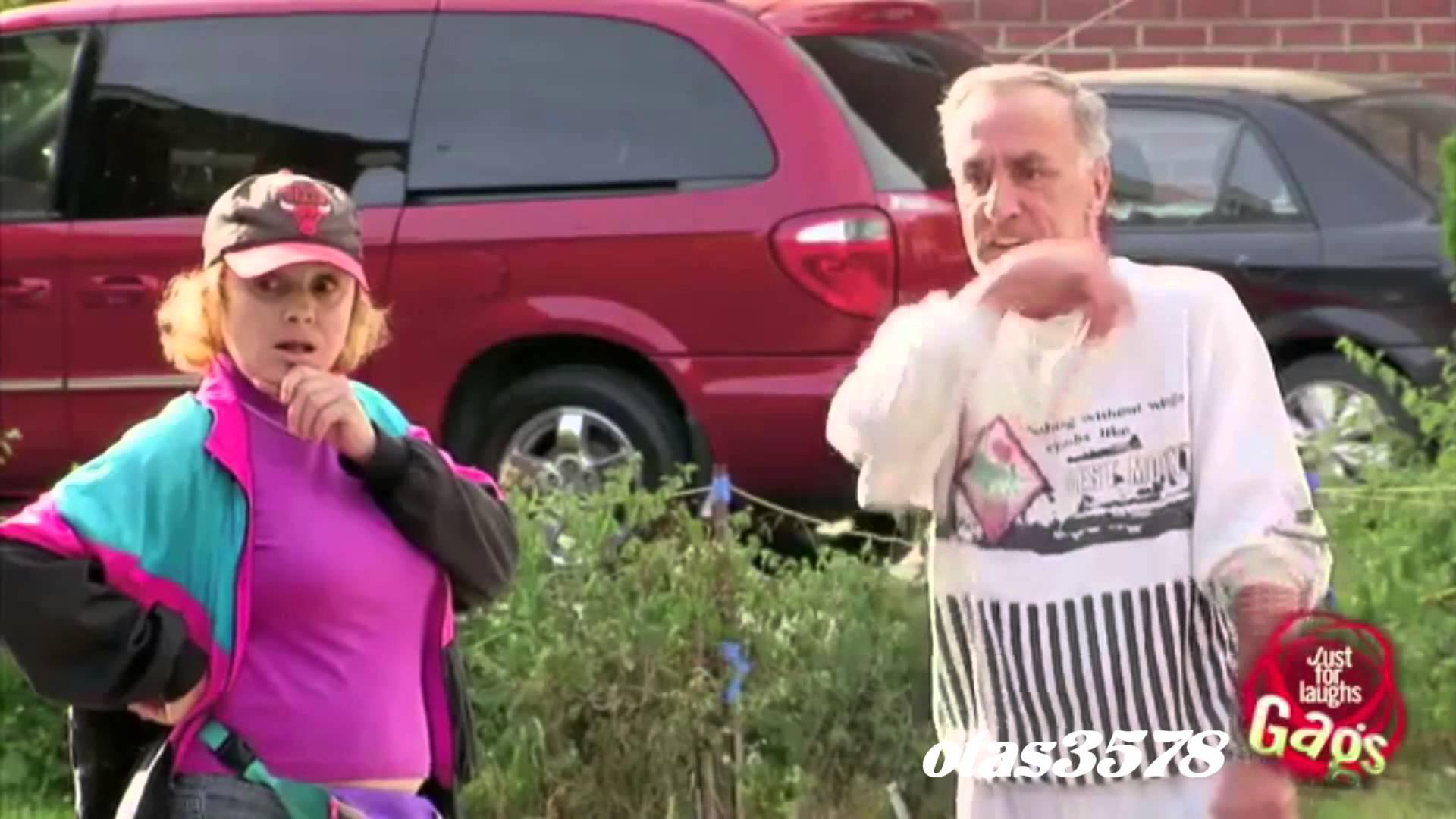 【いたずら動画】ヨボヨボのおじいちゃんが見せるとてつもなくうまい縦列駐車