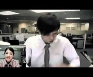 会社から彼女にテレビ電話をしていた男性の面白すぎる結末