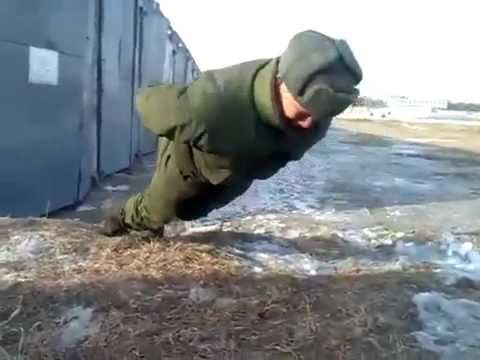 ロシアの兵士によるありえない腕立て伏せ動画