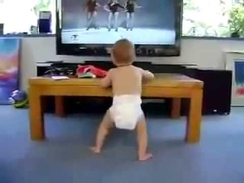 将来はダンサー!? キレのあるダンスを見せる赤ちゃんの動画