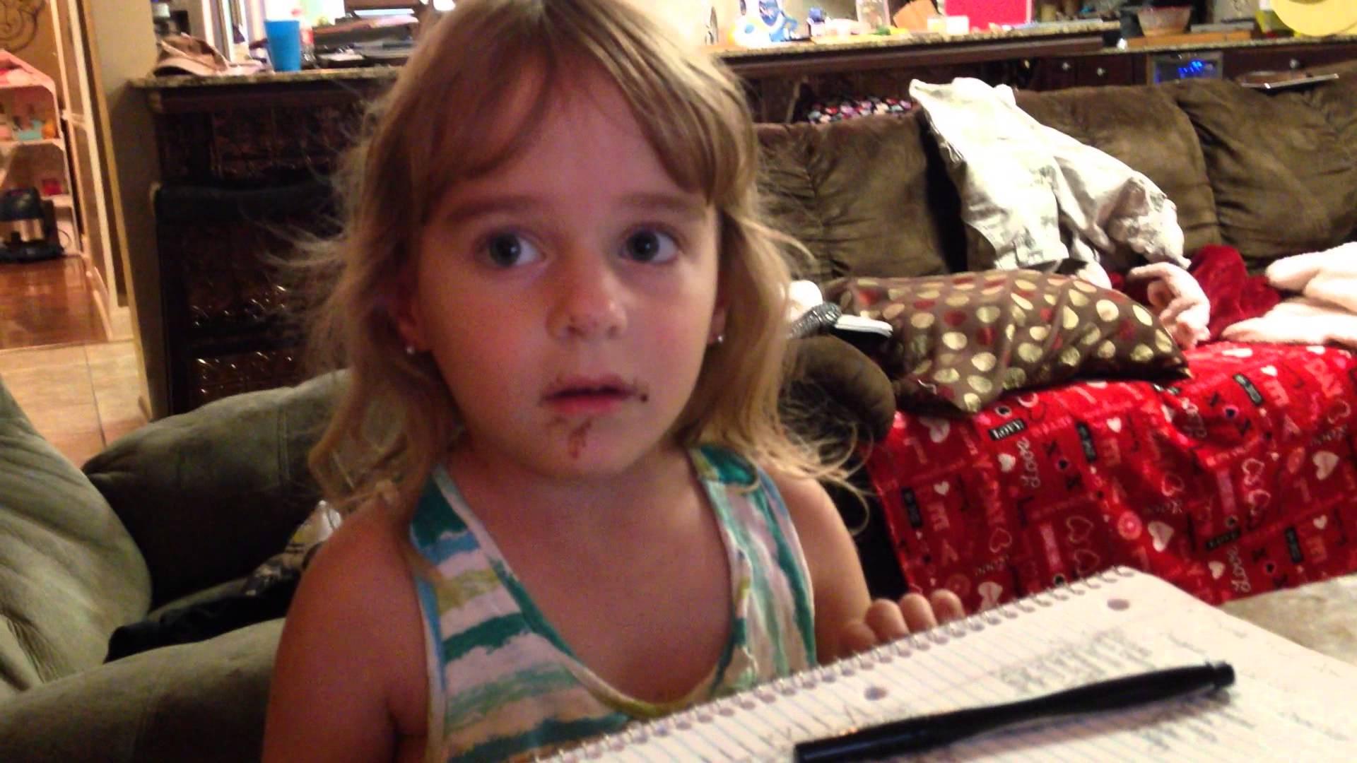チョコレートドーナツを食べたのに嘘をつく少女が面白い