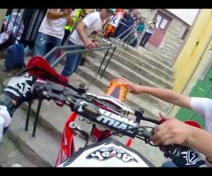 街中で行われるバイクレースが凄すぎる動画