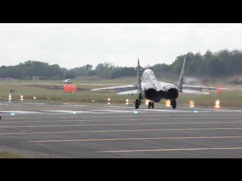 動きがおかしいw MiG-29の離陸シーン