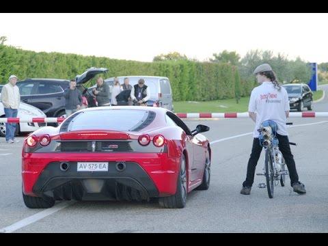 フェラーリVS自転車のレースがまさかの結果に……