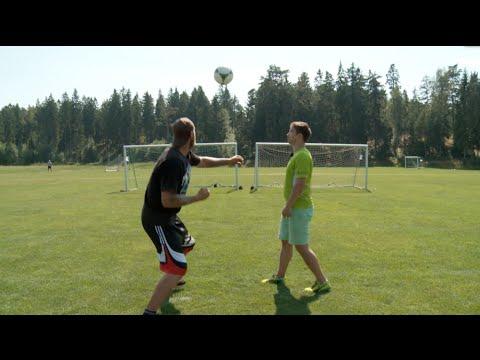 ヘビー級プロボクサーVSプロサッカー選手のサッカーボールパンチ対決