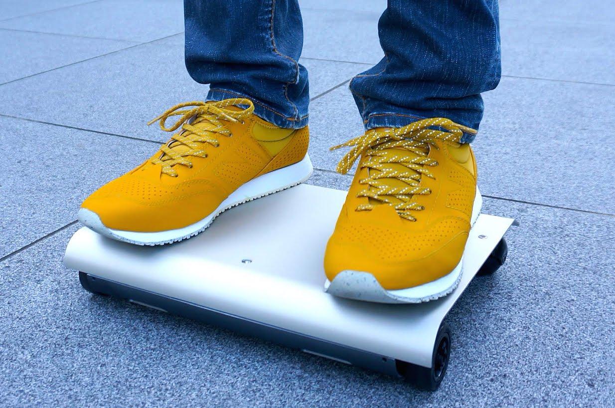 持ち歩ける世界最小の電気自動車「WalkCar」