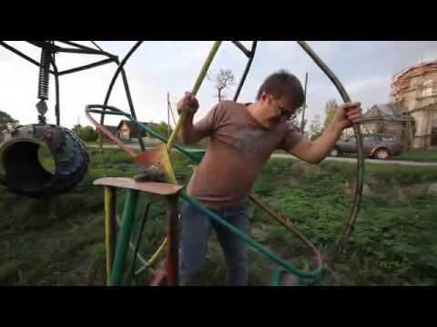 これ危なくない!? ロシアの公園の遊具が怖い