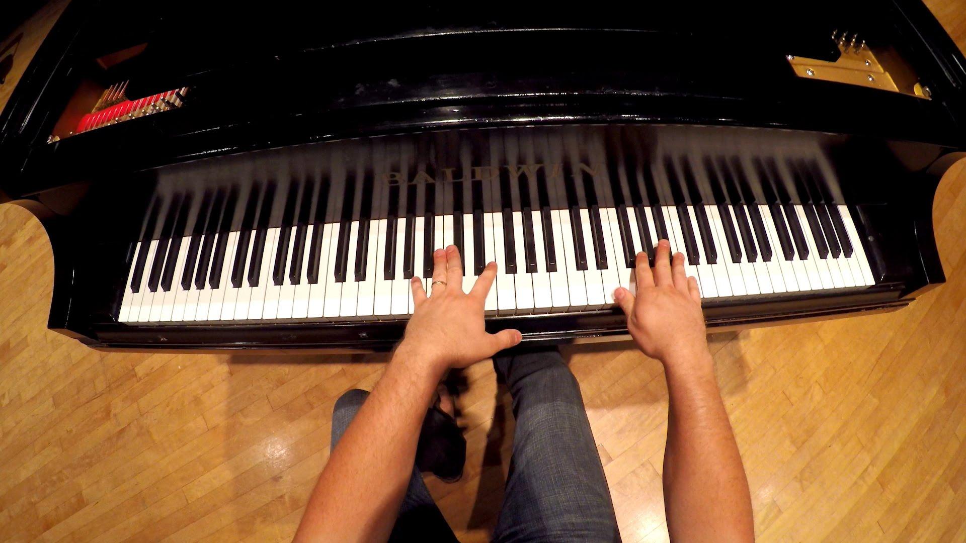 ピアノ演奏を本人視点で見る新体験動画