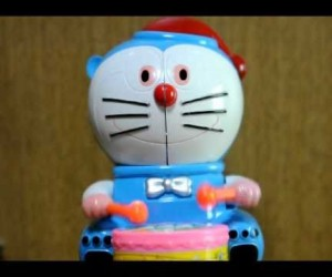 何コレ怖い……ドラえもんのパクりっぽい玩具がカオス