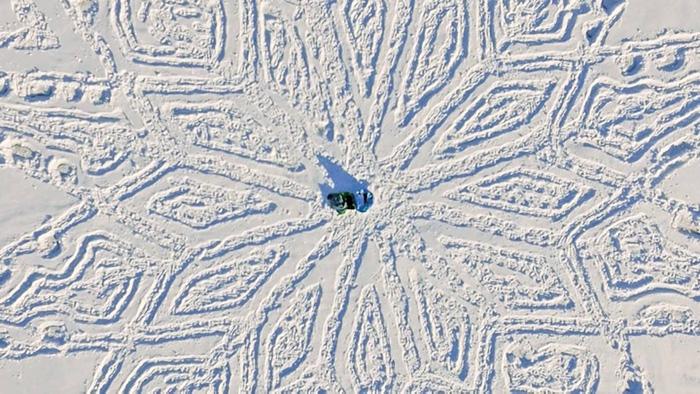 snow-dragon-land-art-siberia-simon-beck-drakony-9