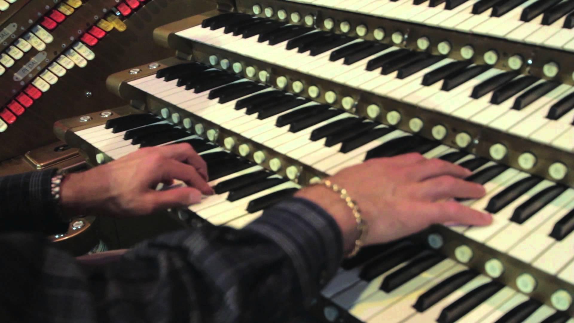 5段鍵盤のオルガンで奏でるスターウォーズのテーマ