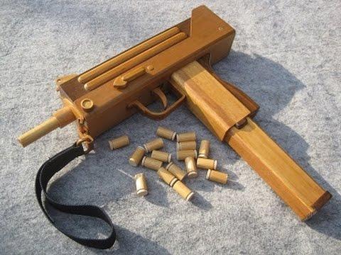 木で作られているのにフルオート射撃できるMAC10が凄い!