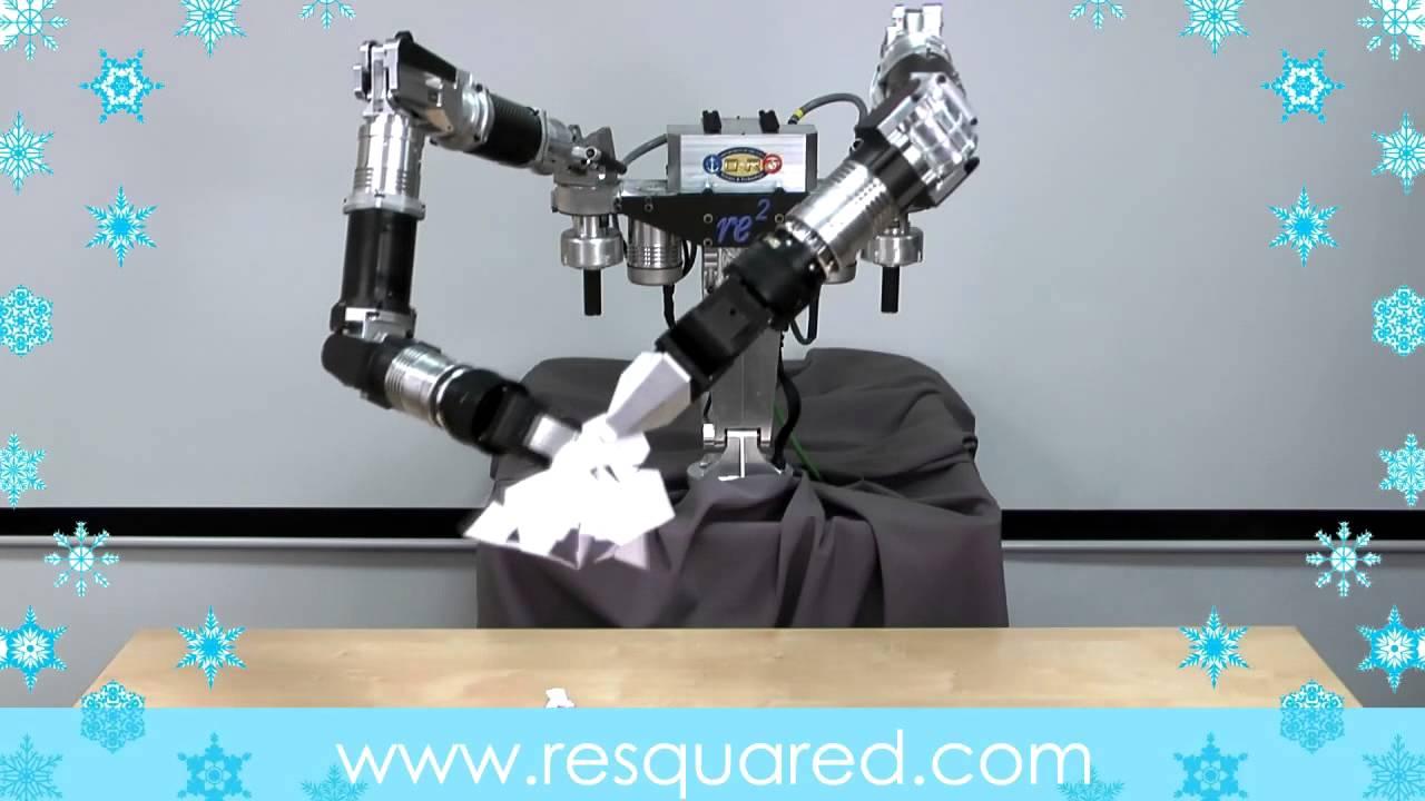 紙細工を作るロボットの動きがかなり人間っぽい