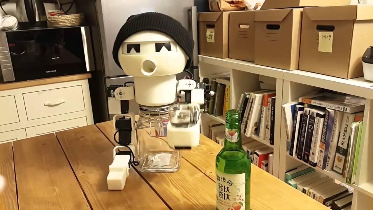 これがあれば一人飲みも寂しくない! 一緒に飲んでくれるロボ