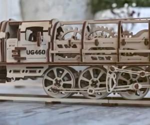 これほしい! ゼンマイ仕掛けの組み立て式木製機関車