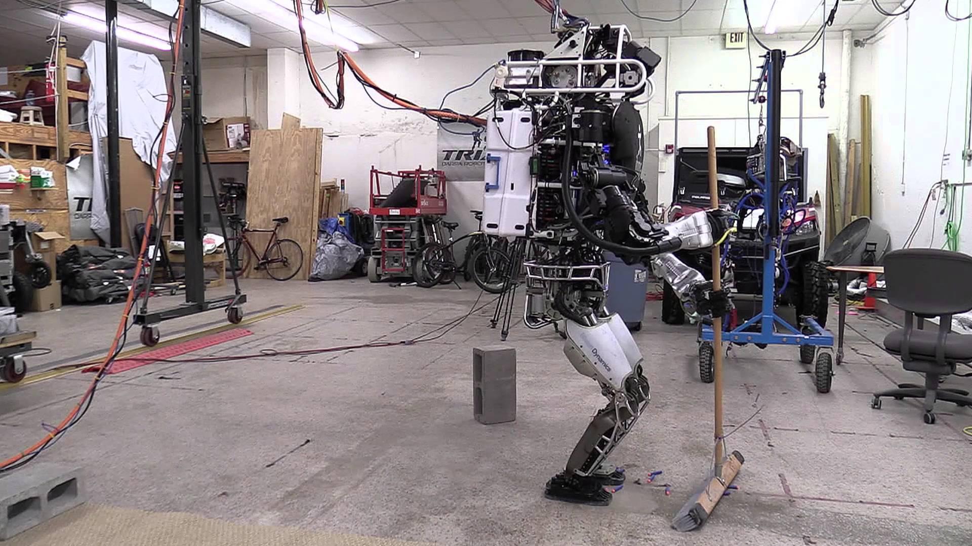 様々な動きが出来る! 人型ロボットに雑用をさせてみた