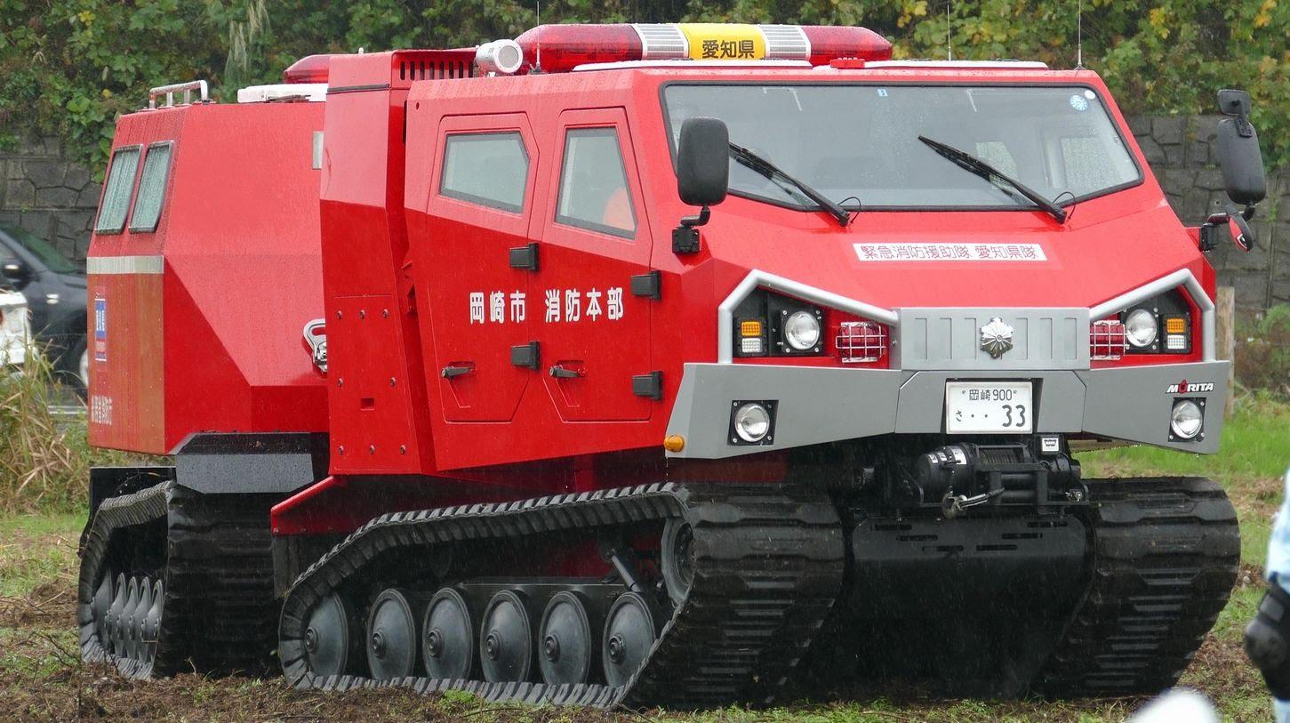 日本に1台しかない全地形対応型の消防車「レッドサラマンダー」