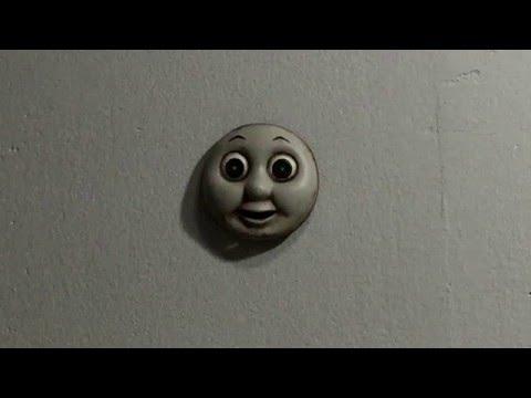 怖すぎて逆に笑ってしまうw 背面走行するトーマスの顔
