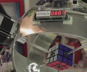 1秒を切った! ルービックキューブを高速で攻略するロボ
